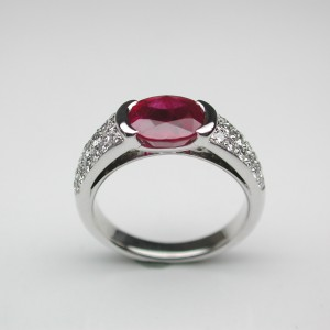 Bague rubis pavage diamants