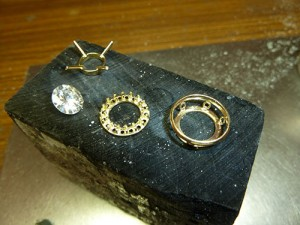 Bague entourage diamants avant assemblage