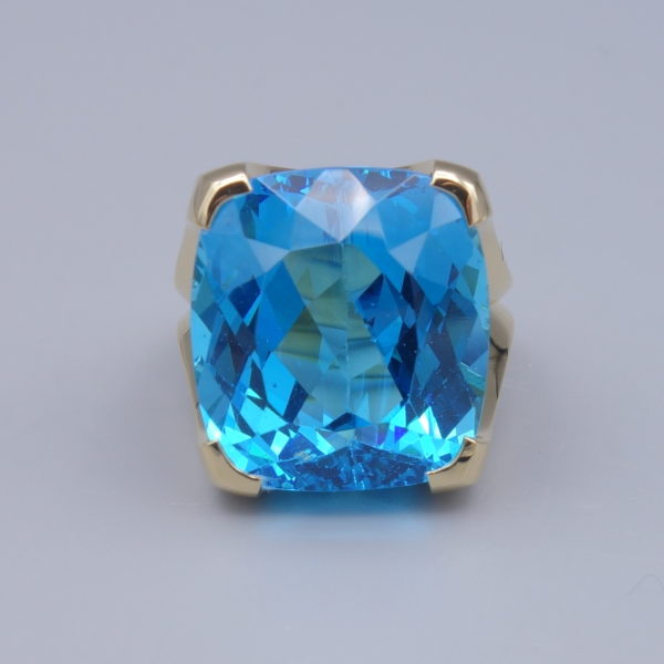 bague or jaune topaze bleue