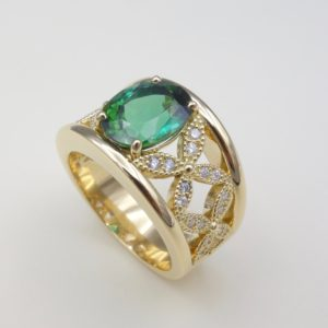 Bague bandeau or jaune tourmaline verte